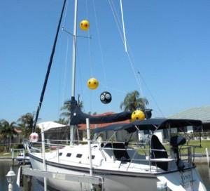 scare-eye-balloons-yacht